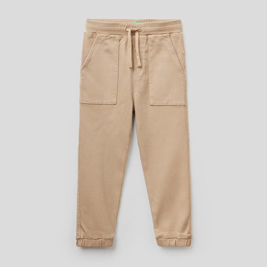 Pantaloni con coulisse e maxi tasche