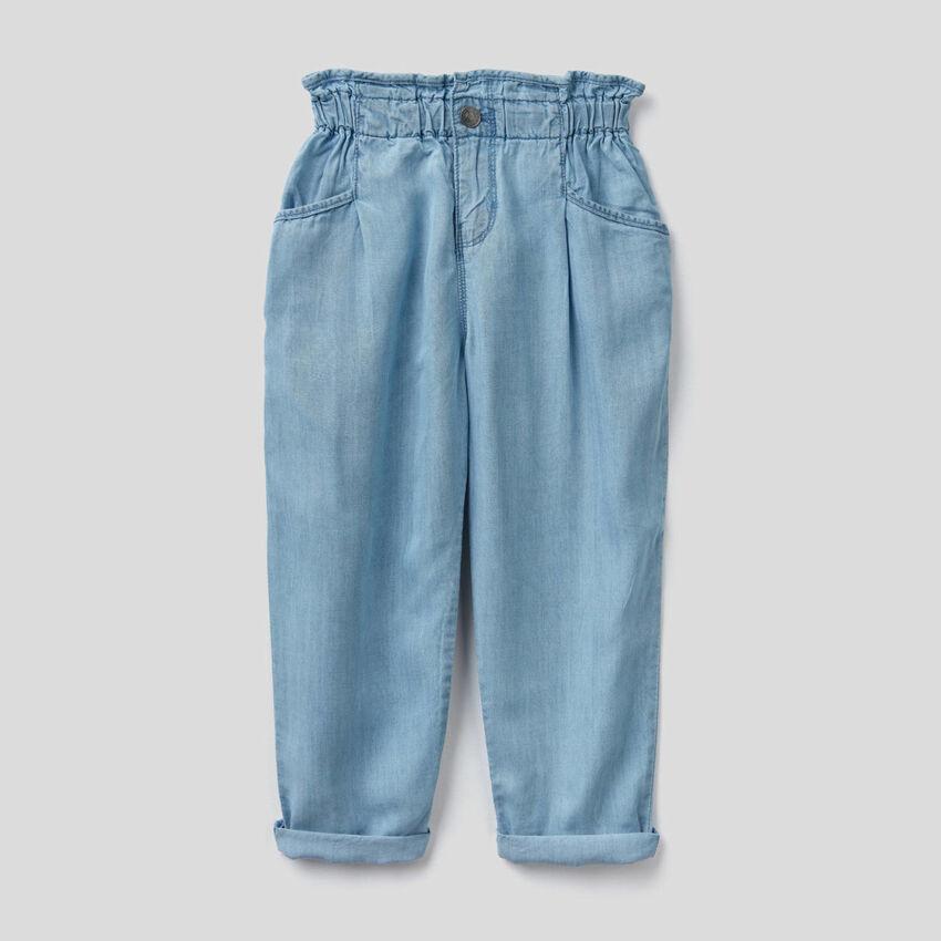 Pantaloni paperbag in jeans leggero