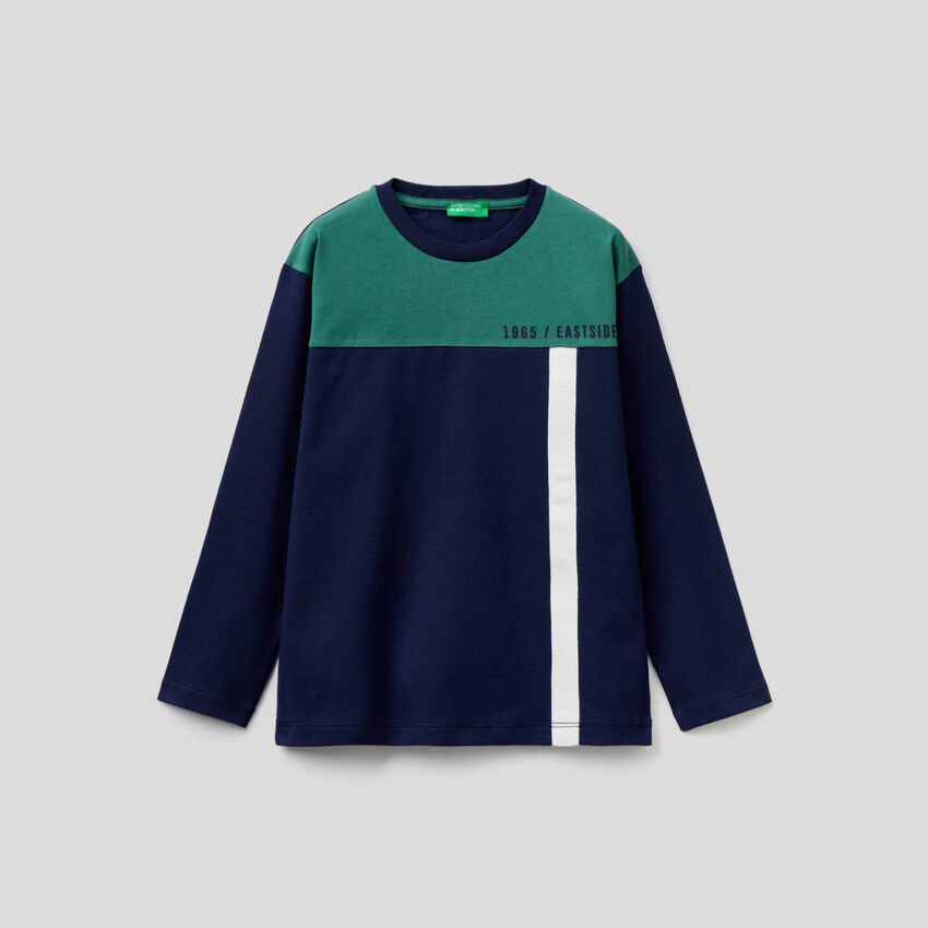 T-shirt blu scuro color block
