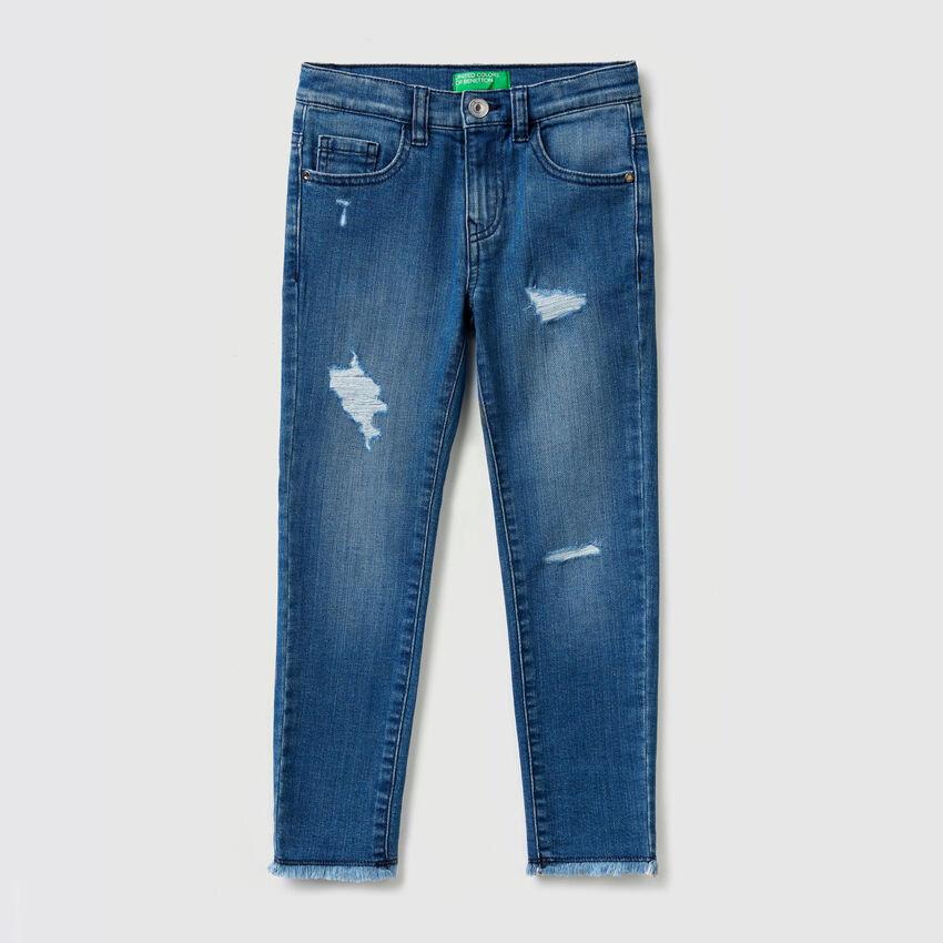 Jeans elasticizzati con strappi