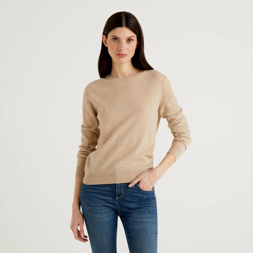Maglia girocollo beige in pura lana vergine